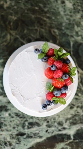 Vegane Beeren-Creme-Torte