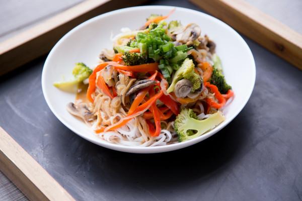 Asia Gemüse in Erdnusssauce