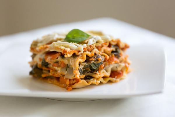 Vegane Gemüselasagne mit Parmesan
