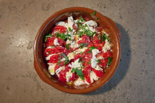 Veganer Insalata Caprese (mit Cashew-Mozzarella)